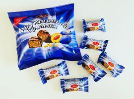 Конфеты в шоколадной глазури. 240 грамм Фруктовый грильяж с черносливом